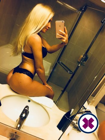 Mia Blonde is a sexy Hungarian Escort in Göteborg