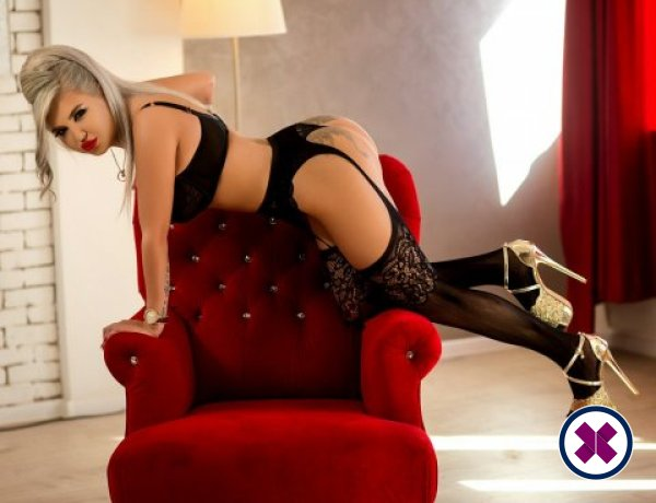 Bya is een knappe en geile Greek Escort van Virtual
